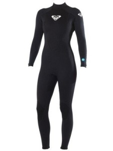 The Surf School 5/4/3MM Steamer Wetsuit by Roxy is very flexible. The Hollow Fiber Technology used in the jersey (on the chest and back) is woven so that water drains out more quickly, fighting against the effects of the cold and guaranteeing you the best in comfort. Glued and blind-stitched seams limit water entry so you stay comfortable throughout your surf session. size 2. $250
