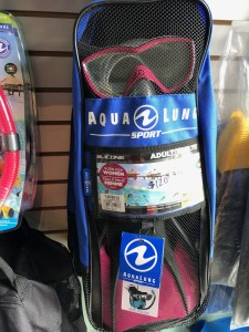 Aqua Lung Sport Travel Series: Mask, snorkel, and fin set. Ladies size 5-8.