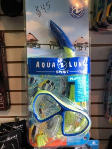 Aqua Lung Sport (Junior 6+) Play Series: Urchin Mask. Shatter resistant PC Lens. Anti-Fog. Splashguard top and one way purge valve. $45